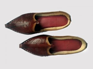 Groom-foot-wear-khusa-maharaja-mojri