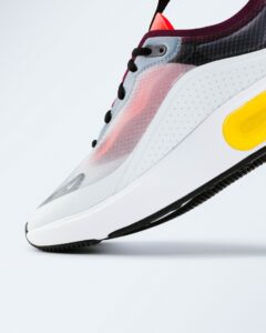 BREATHABLE WORKOUT SHOES
